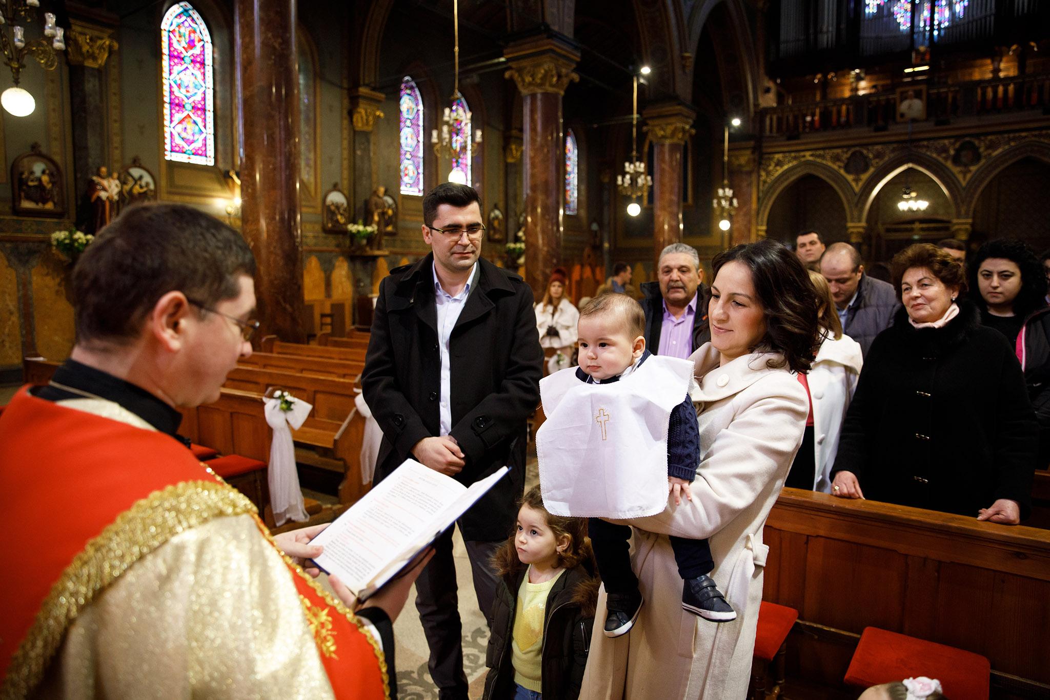 foto botez, biserica catolica