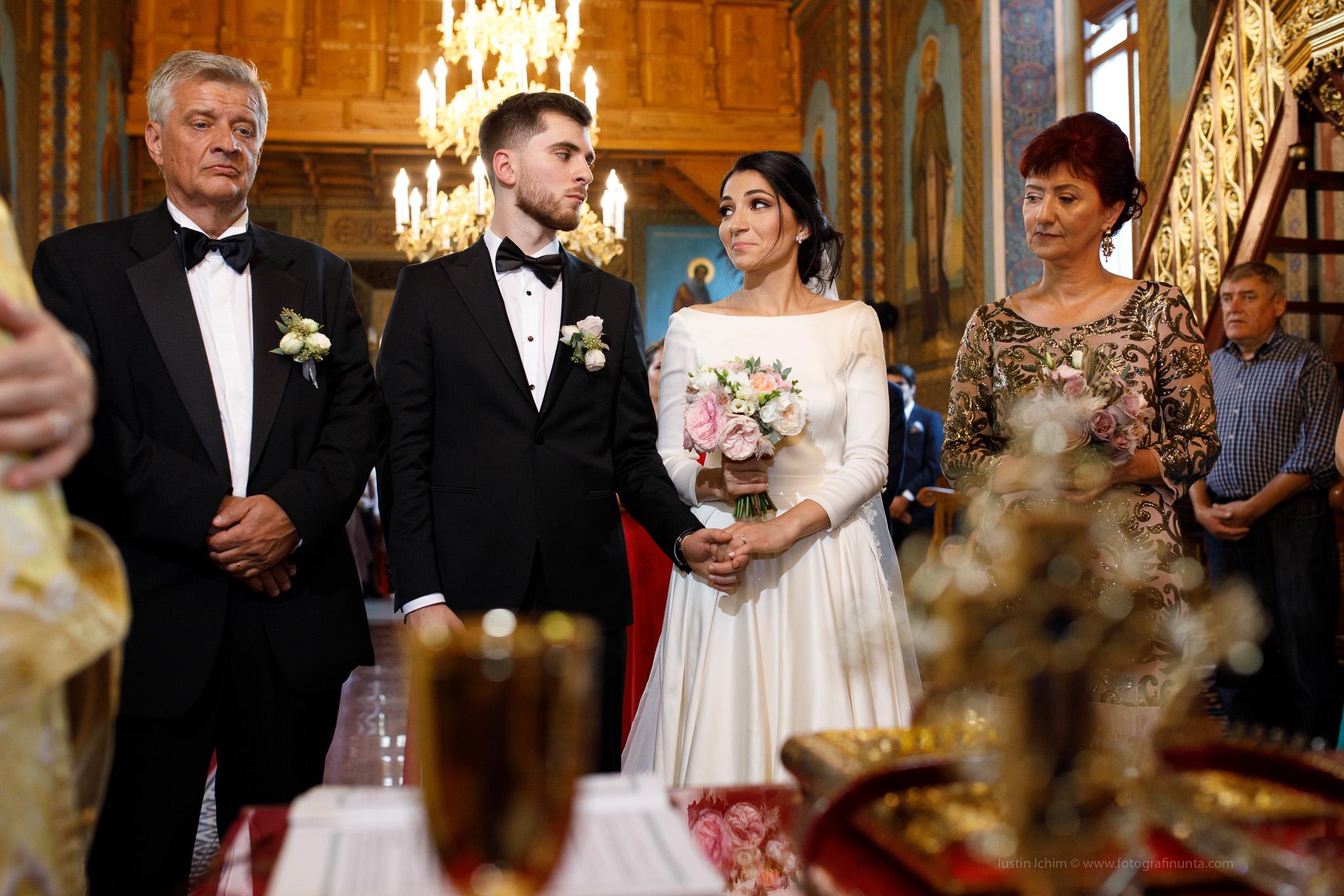 Nunta, foto in biserica